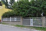 1b - plotové dielce Lyon, väčší dielec je odnímateľný pre občasný prejazd na pozemok