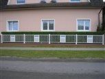 5a - plot Lyon s ornamentom z dierovaného plechu a mliečneho polykarbonátu