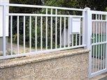 8d - detail zabudovania poštovej schránky do plotového dielca Lyon