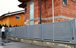 3b - detail plotových dielcov celoplošne vyplnených dierovaným plechom