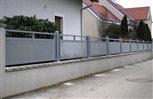 5b - plotové dielce Sena upevnené medzi hliníkovými stĺpikmi v rovnakej farbe
