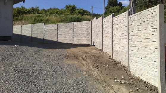 betonovy-plot-kaskadovy